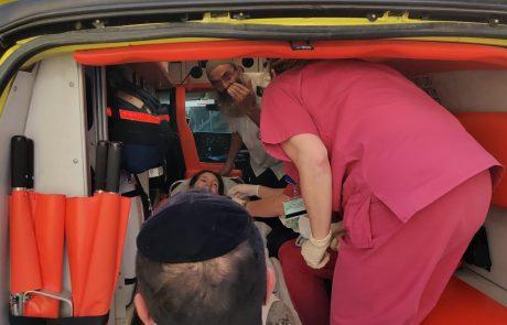 שני רמזורים לפני בית החולים מאיר האם ילדה את בתה ברכב